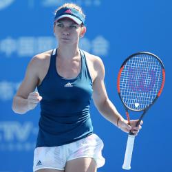 Luxilon Tennis AdStaff Player - Simona Halep